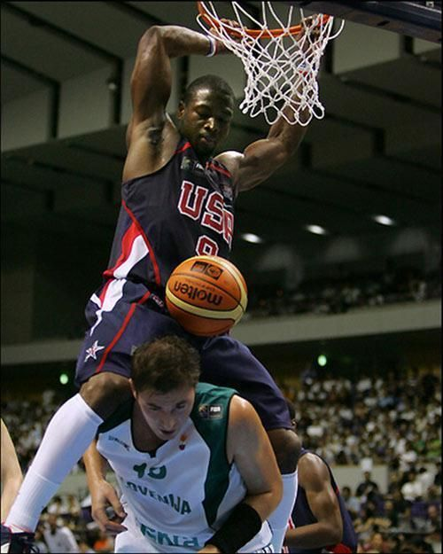 Resultat De Recherche D Images Pour Dwyane Wade Dunking On Someone Dwyane Wade Nba Pictures Usa Basketball