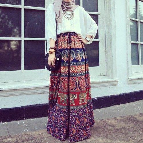 jilbabstyle:  like the skirt :)