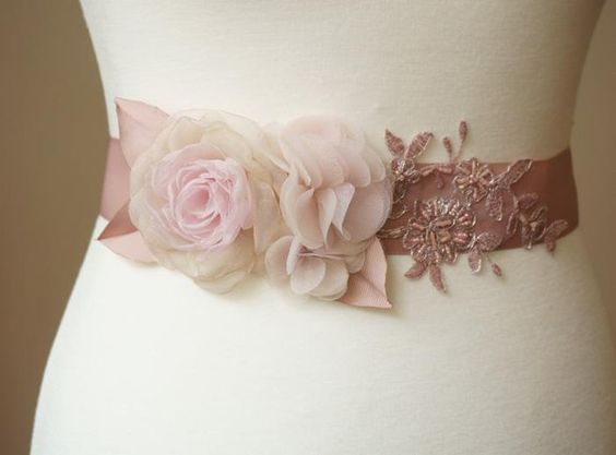 """Brautgürtel - Gürtel Braut """"Delia"""" Blüten Perlen Sp... - ein Designerstück von Elizabethmode bei DaWanda"""