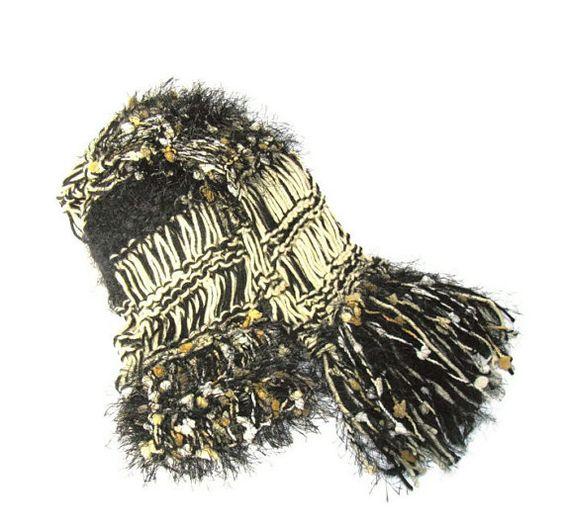 Knit Scarf  Black & Tan Women Scarves Handmade por ArlenesBoutique, $45.00