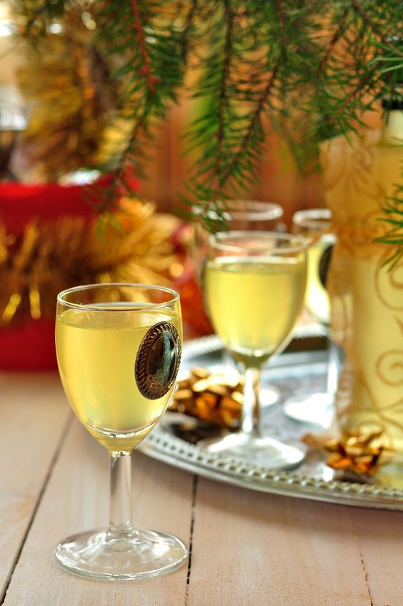 In southern #Italy the #limoncello is a popular drink to cool down with! http://www.touritalynow.com