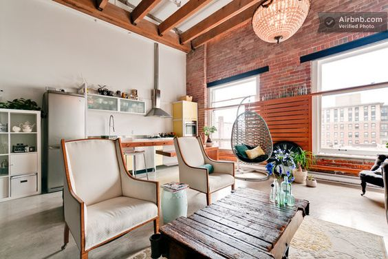 Trendy & Spacious 2 bd Gastown Loft in Vancouver