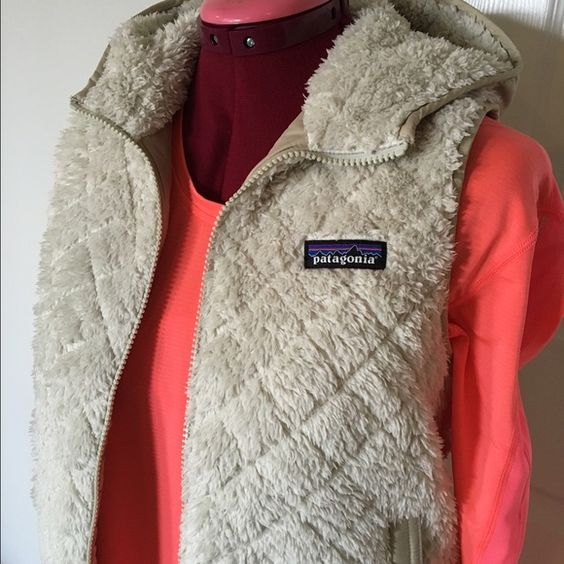 "Patagonia reversible vest LOS GATOS NWOT sz XS Gorgeous vest. Hooded. Also on Ⓜ️ ""Los Gatos"" style color is ""bleached stone"" fleece vest. Still $119 on sale online Patagonia Jackets & Coats Vests"