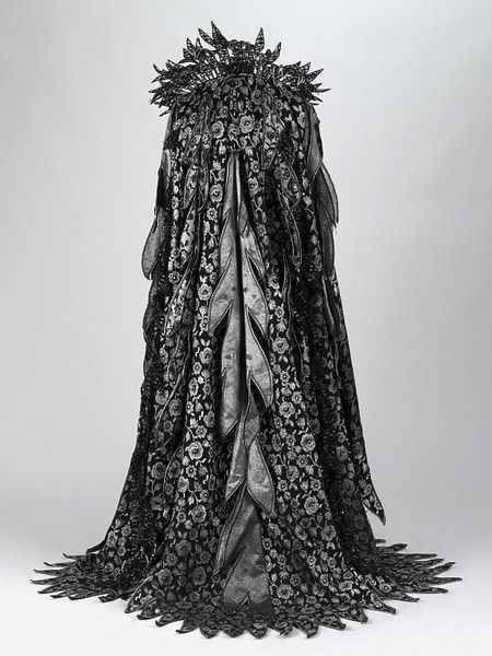 """""""Fairy Queen"""" costume from the 1977 D'Oyly Carte Opera Company production of Iolanthe by Gilbert and Sullivan. Costume designed by Bruno Santini."""