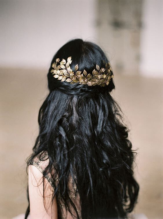 There is something magical and fairytale alike in gold hair accessories and black hair combination. We couldn't agree more. #haircolor #warmblackhair