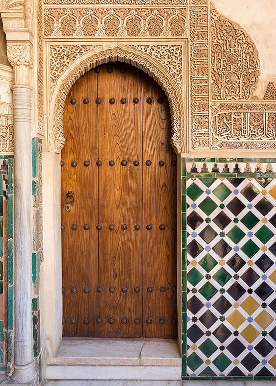 Alhambra door granada spanish tile palace fortress for Porte in spanish