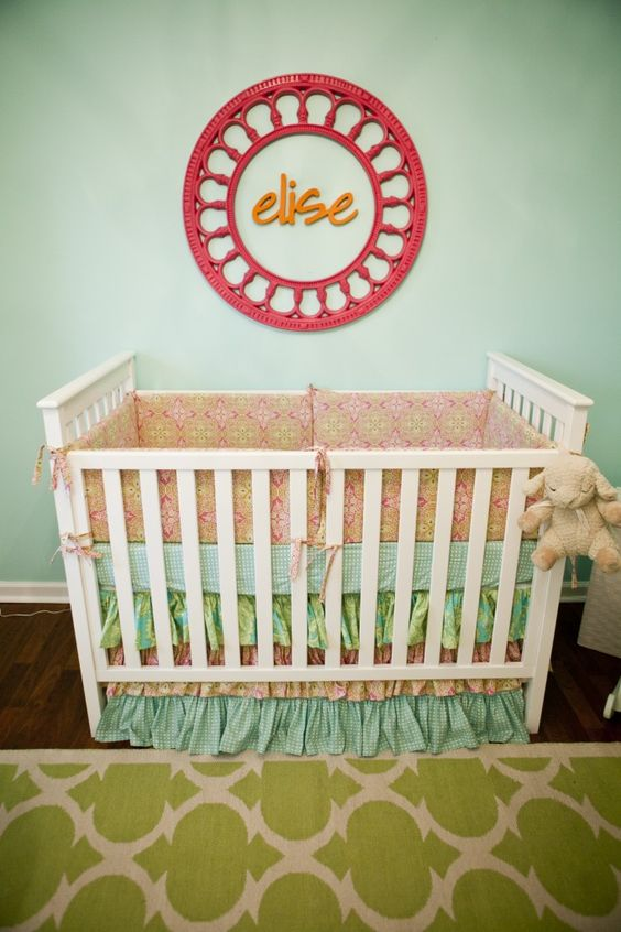 How adorable is this name above the crib art? #nursery