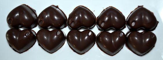 pralinehartjes met frambozenvulling #chocolate #praline #dessert