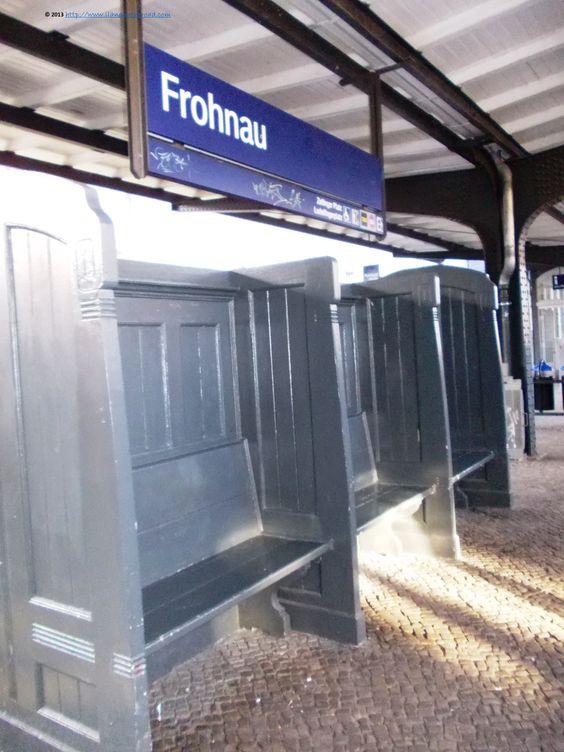 Der S-Bahnhof Frohnau - immer noch im Originalzustand der 1920er-Jahre http://foreignerinberlin.blogspot.de/2013/12/a-visit-in-garden-city-of-frohnau.html
