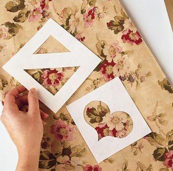 """Quando a gente entra numa loja de tecidos, muitas vezes ficamos indecisas, com tantas ofertas. Uma boa dica e fazer """"janelas"""" em papelão, pois com elas, você terá uma melhor visão do que pretende fazer com esse tecido."""