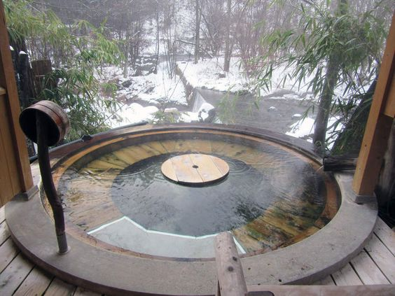 """露天風呂 """"森の湯""""木の丸風呂"""