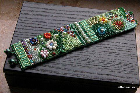 Armbänder - *Blumengarten* Armband in Perlenstickerei - ein Designerstück von elfenzauber bei DaWanda