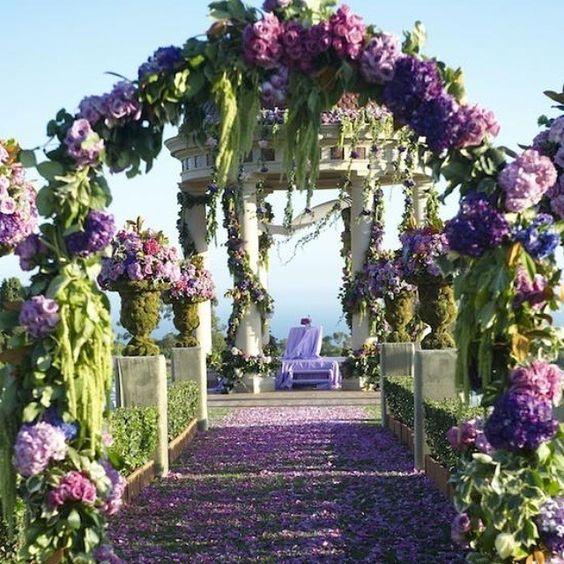 What a beautiful garden theme wedding ceremony!