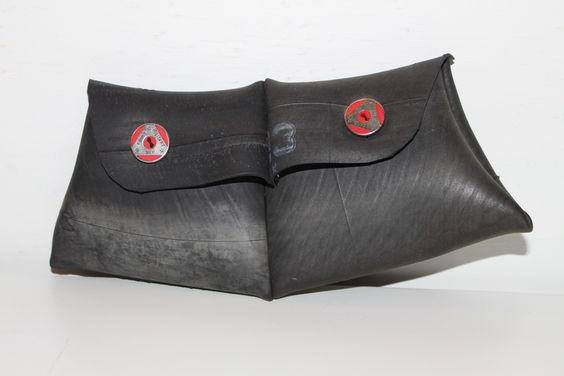 Pochette mini bag made with #bikes inner tube #restyling #reuse #recycle #wood #jeans #bag #furniture #art #creativity #design #restyling #doridesign