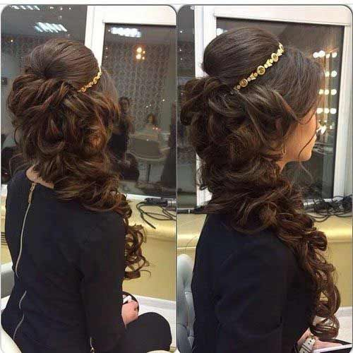 Side Curls With Crown Hairstyle For Pakistani Brides Quince Hairstyles Bridal Hair Inspiration Hair Styles
