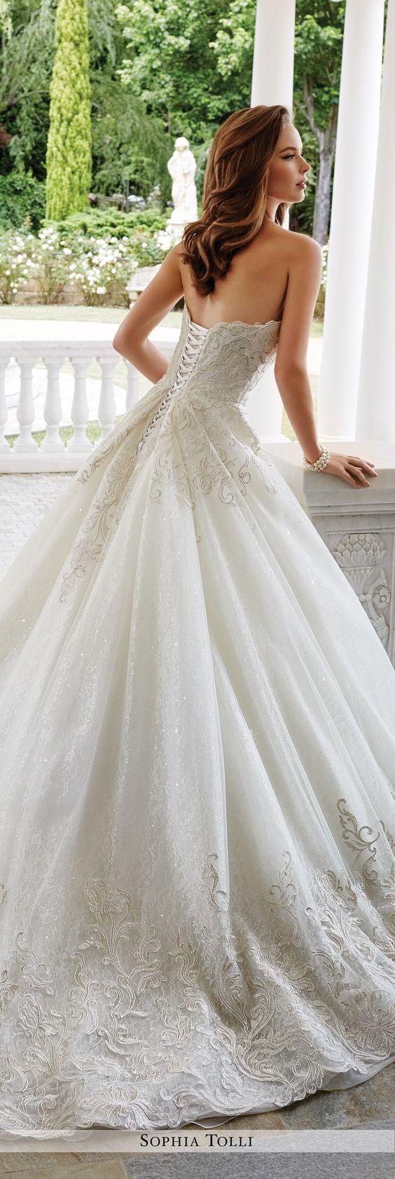 Baljurk bruiloft bruidsjurken and togahuwelijk on pinterest for Sophia tulle wedding dress