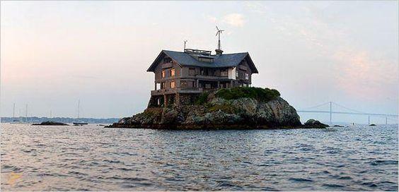 Особняк Клингстоун (Clingstone) – #Соединённые_Штаты_Америки #Род_Айленд (#US_RI) Роскошный большой особняк на маленьком скалистом островке посреди залива - мечта любого, уставшего от повседневной суеты, человека. http://ru.esosedi.org/US/RI/1000119349/osobnyak_klingstoun_clingstone_/