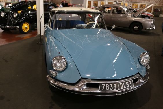 1959 Citroen ID 19 Saloon. 1.9l 4 cylinder, 60 HP, manual. Built from 1955 to 1975.