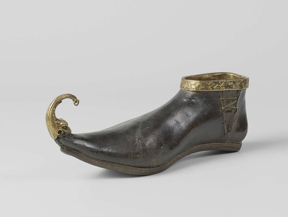 Shoe (poulaine) of leather and copper, anonymous, 1400 - 1450.: