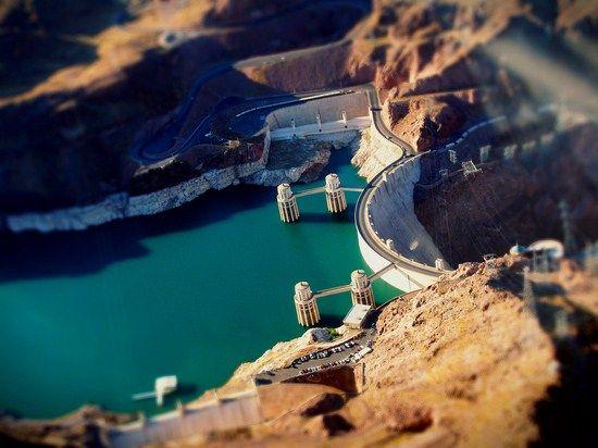 22 Hoover Dam in minature