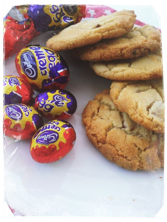 The best Easter cookie recipe ever - yummiest Creme Egg cookies, fab for easter parties, lunch boxes and picnics| Daisies & Pie
