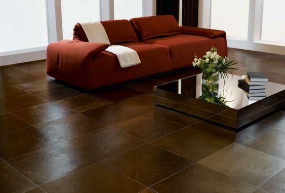bodenbelag wohnzimmer braune bodenfliesen oranges sofa cooler
