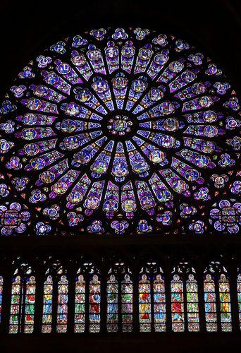 PARIS... NE VEUX-TU JAMAIS TE GUARIR (sic) DE CETTE FRÉNÉSIE  QUI POUR UN LÉGITIME GRACIEUX ROY, T'A ENGENDRÉ CINQUANTE ROITELETS, ET CINQUANTE TYRANS? LA SATIRE MÉNIPPÉE, 1593-1594. Rose Window at Notre Dame, Paris, France