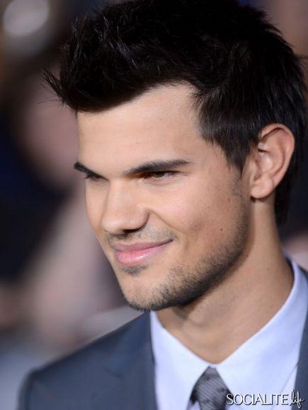 Dios mio que cara más bonita tiene mi Taylor
