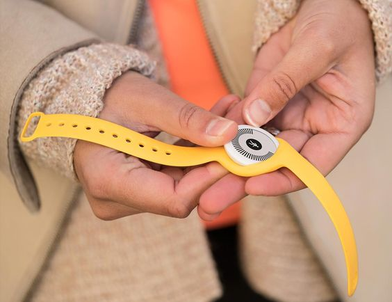 充電なしで8か月動くE-Ink活動量計「Go」をWithingsが9800円で発売。50m防水、リストバンド脱着も可能 - Engadget Japanese
