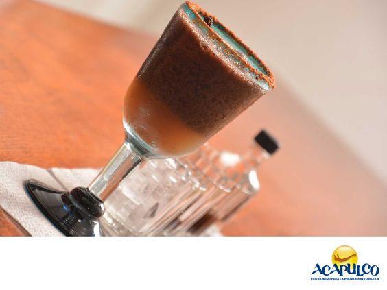 #gastronomiaguerrerense Atrévete a probar el Mexcal Quemado en Acapulco. LAS MEJORES RECETAS. Las bebidas son sin duda una parte importante de la gastronomía acapulqueña y una de las más conocidas y típicas es el Mexcal Quemado, que se elabora con mezcal, chocolate, canela y azúcar, lo que le da un sabor inigualable y especialmente dulce. Te invitamos a probar esta bebida de la región, durante tu próxima visita al hermoso Acapulco. www.fidetur.guerrero.gob.mx