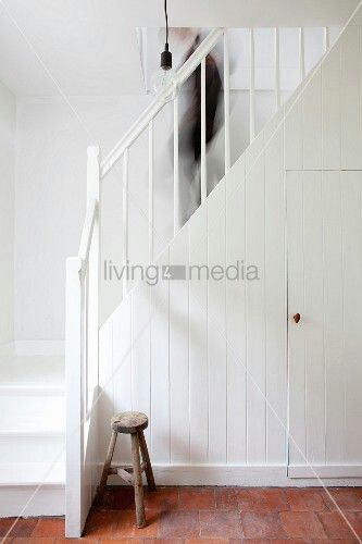 wei e holztreppe treppen treppenhaus pinterest. Black Bedroom Furniture Sets. Home Design Ideas