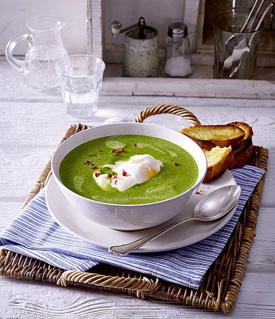 Rahm-Spinat-Suppe mit pochiertem Ei, ein gutes Rezept aus der Kategorie Vegetarisch. Bewertungen: 2. Durchschnitt: Ø 3,0.
