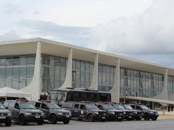 Palácio do Planalto em pânico, Michel Temer manda reforçar segurança urgente !   Pensa Brasil
