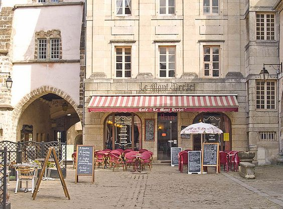 Le Cafe Mont-Drejet in Semur-en-Auxois