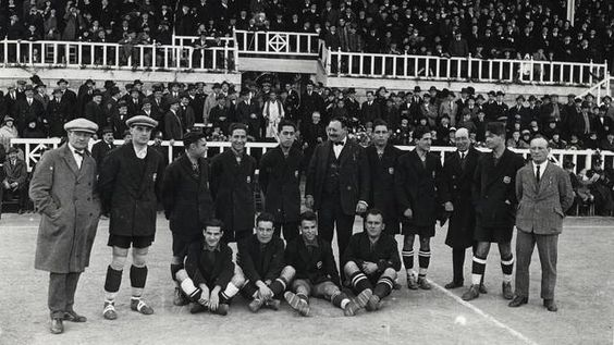 Als anys 20 el futbol s'erigeix en un esport de masses. El Barça atrau una bona…
