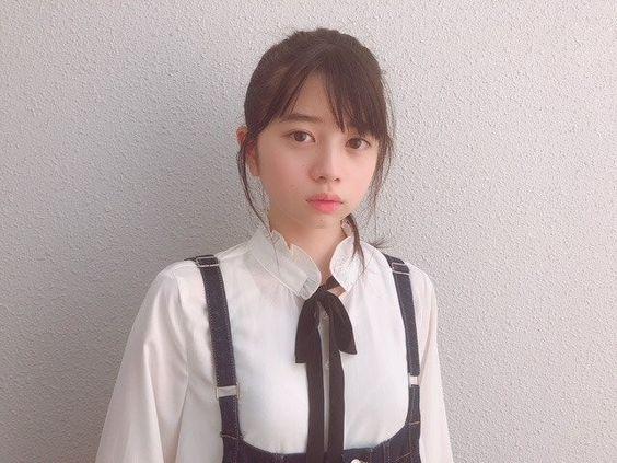 真顔の桜田ひより