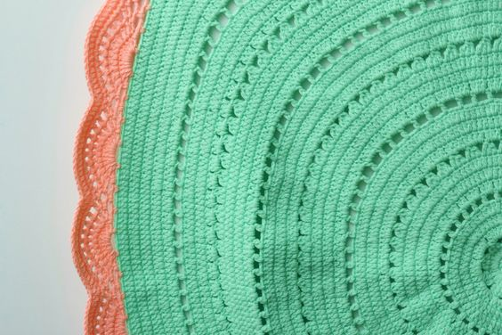 Crochet Rug Minty Pink Close Up