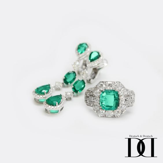 Emerald white gold and diamond earrings and ring