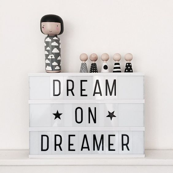 textboard | dream on dreamer | white: