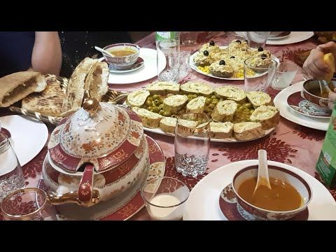 طاولة رمضان رائعة رولي دجاج محشي ومطلوع طاجين و كوشة أجواء الإفطار مرحبا بيكم عميراتي Youtube Ramadan Menu Table Settings