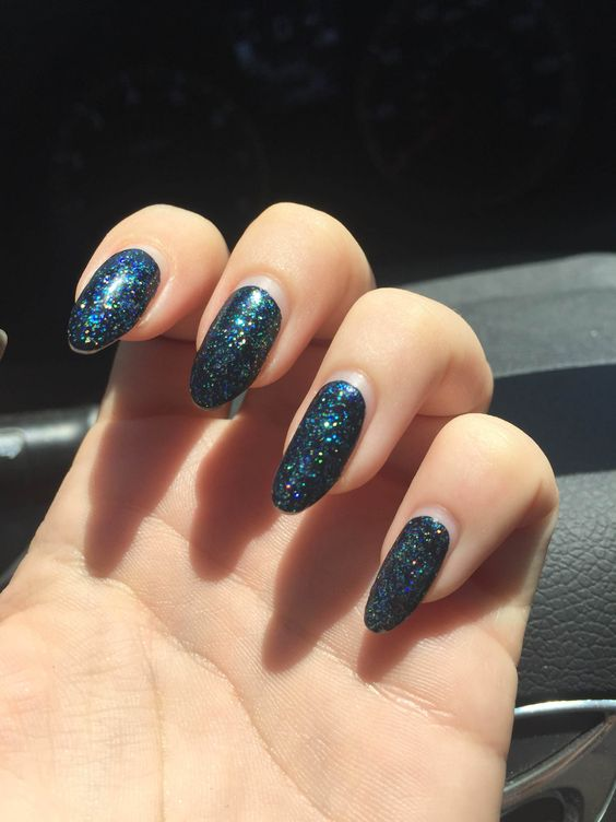 1st pic taken 7/30, pics 2-4 taken 8/14. In that time my nails have been through multiple airports, a 4-day outdoor music festival, a full beach day, and my typing-heavy job. This is REGULAR nail polish. I'm in absolute awe of the wear.