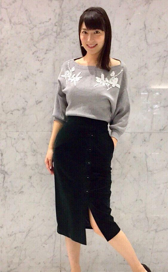 阿部華也子スリット入りのスカートがセクシー