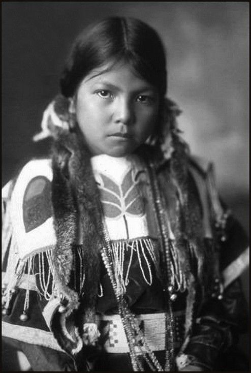 A beautiful Skitswish girl named Stella Antelope, Spokane, Washington. - Skitswish or Coeur d'Alene lived in villages along the Coeur d'Alene, St. Joe, Clark Fork and Spokane Rivers; as well as sites on the shores of Lake Coeur d'Alene. Visit us. buckweed.org. Pinned by indus® in honor of the indigenous people of North America who have influenced our indigenous medicine and spirituality by virtue of their being a member of a tribe.