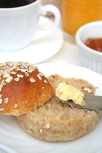 Le Pétrin: Petits Pains Complets Tout Moelleux Je les ai essayé , très facile à faire, même à la main, sans machine, et  cuit en pain entier plutôt qu'individuelle aussi.