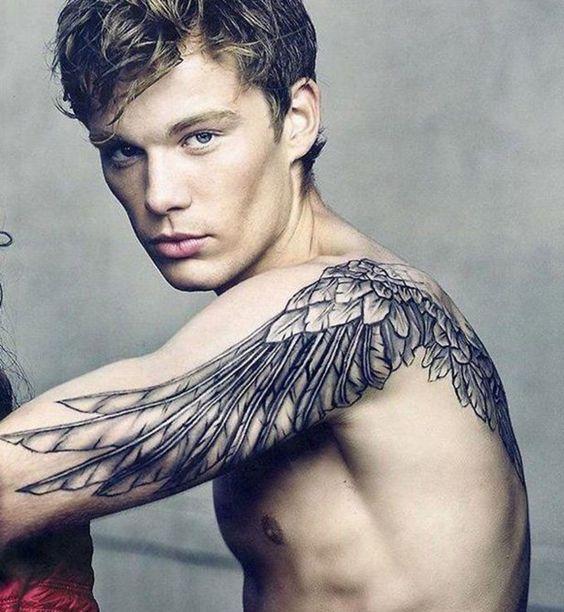 Tatouage sexy pour homme : les ailes dans le dos