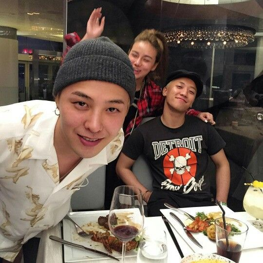 G Dragon and Seungri