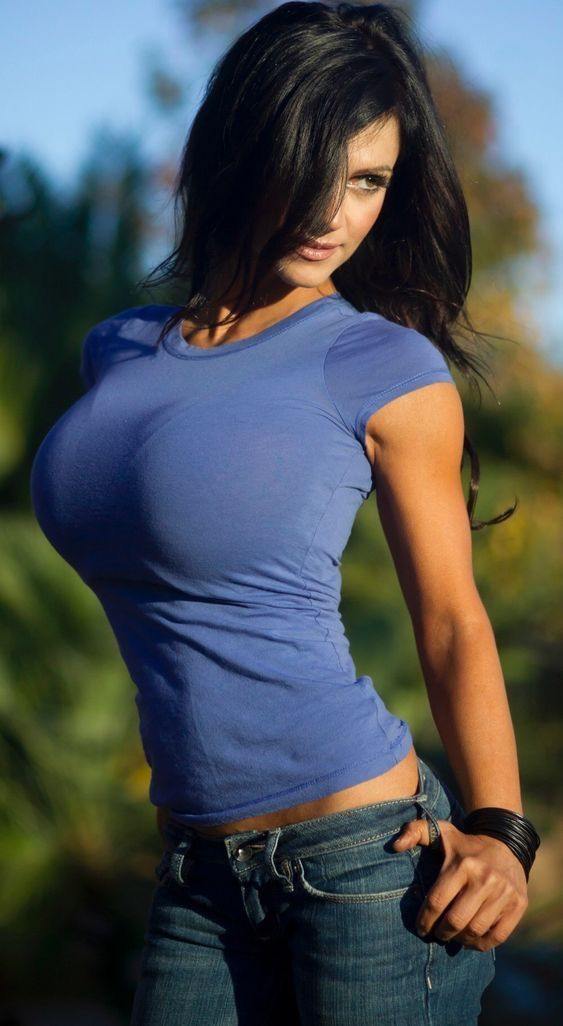 Девушки с красивой большой грудью в маечках