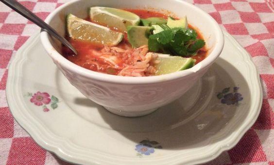Ontzettend lekkere Mexicaanse soep, met rijst, limoen en koriander. De koriander kun je vervangen door peterselie, als je dit niet lust.