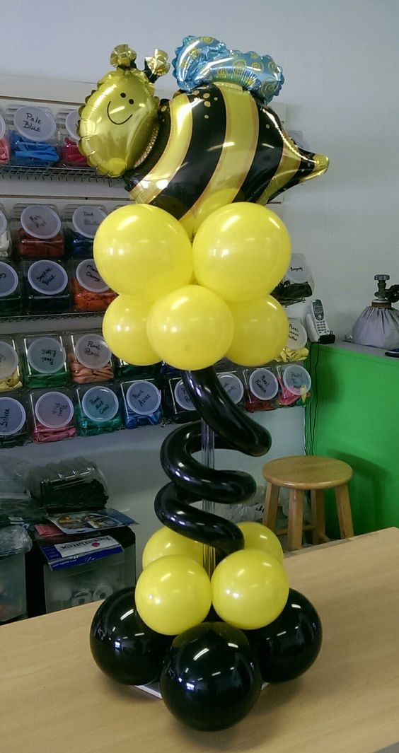 Bumble bee centerpiece unique balloon decor pinterest for Honey bee decorations for your home