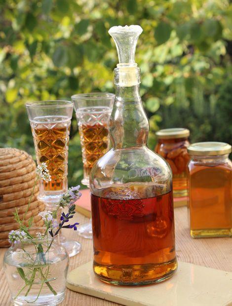 Von hellgelb bis bernsteinbraun, von zähflüssig bis geschmeidig reicht die Sortenvielfalt des Honigs. Je nachdem, wo die fleißigen Bienen unterwegs waren, unterscheiden sich die Varianten. (Foto: WG/S.Grüters)